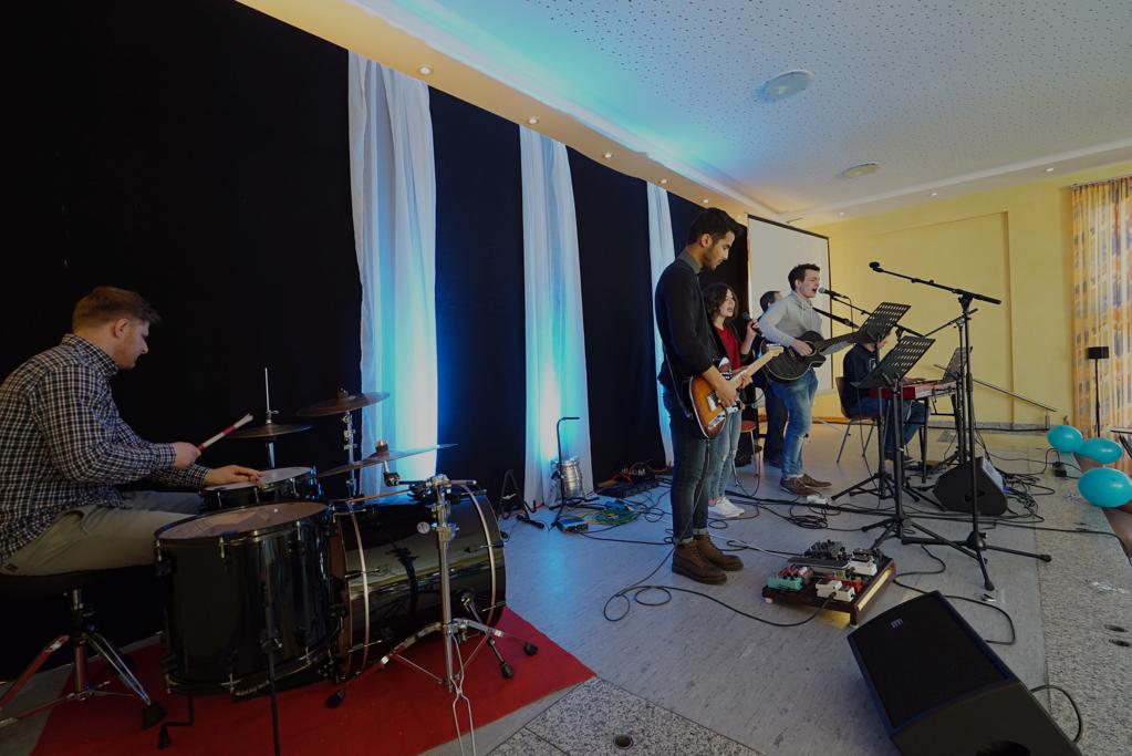 fpartpic-worshipband001